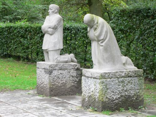 statues grieving parents sadness