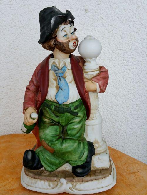 statuette vagabond drunk