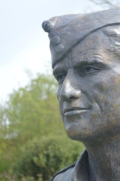 status sculpture man