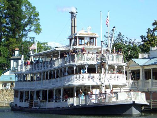 steam boat river lake