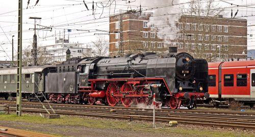 steam locomotive exit railway station