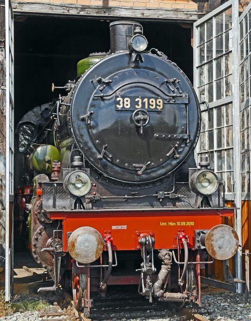 steam locomotive locomotive shed schuppentor