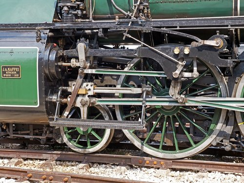 steam locomotive  drive  four-cylinder compound engine