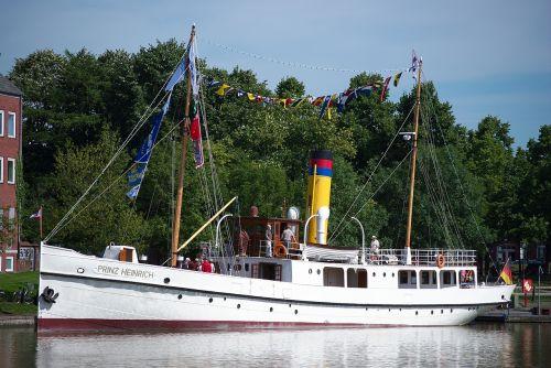 steamboat prince heinrich port-empty
