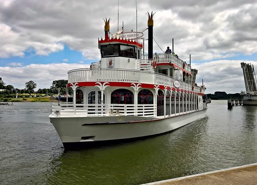 steamer  paddle steamers  ship