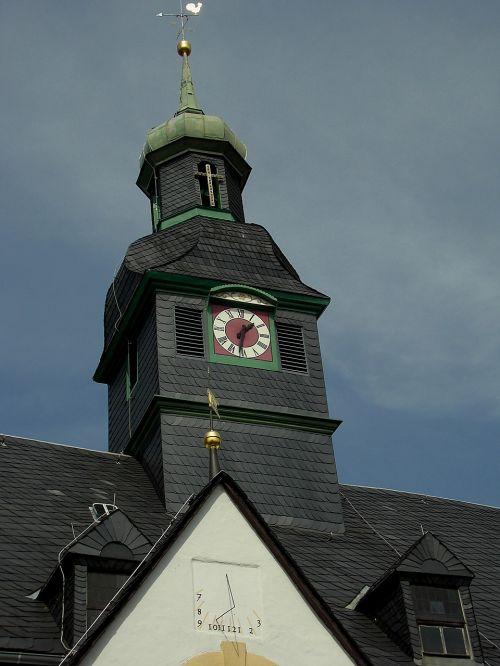 bokštas,laikrodzio bokstas,saulės laikrodis,Helbigo kaimas,rūdos kalnai,laikrodis,laikrodžio rinkimas,žymeklis