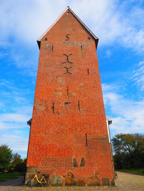 steeple church brick church