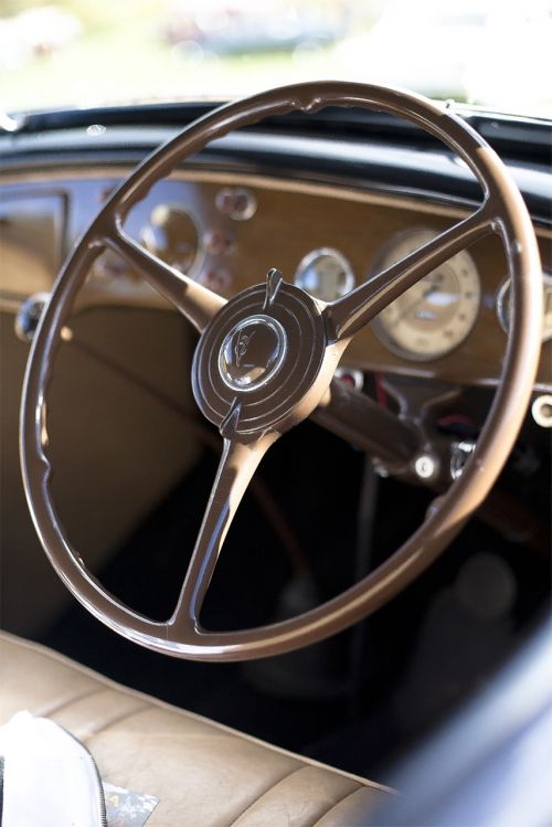 steering wheel cockpit driver's seat