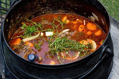 stew food pot