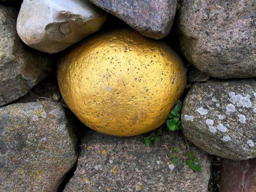 akmuo,auksas,rutulys,siena,foundling,meditacija