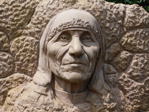 stone mother theresa sculpture