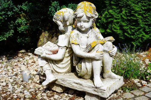 akmens figūra,mergaitė,skaityti,Broliai ir seserys,akmens masažuoklis,balta,gipso,figūra,kreidos figūra,knyga,skulptūra,plastmasinis,menas,meniškai