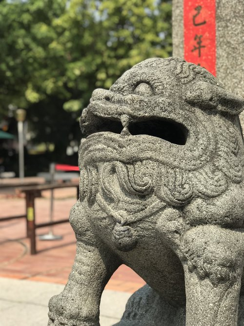 stone lions  廟-woo  shishi