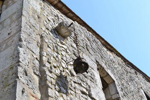 stone wall cauldron issigeac