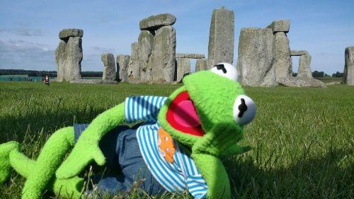 stonehenge kermit frog