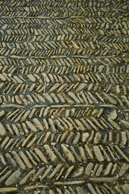 stones away steinig