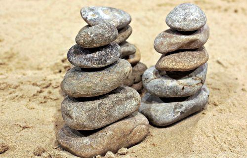 akmenys,surinkti akmenys,sukrauti,bokštas,akmens bokštas,balansas,kiauliena,stabilumas,krūva,sluoksniuota,smėlis,meditacija,sukrauti