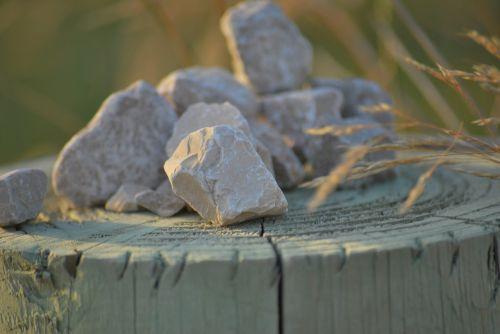 akmenys,saulėlydis,bagažinė