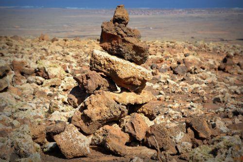 stones rocks orientation