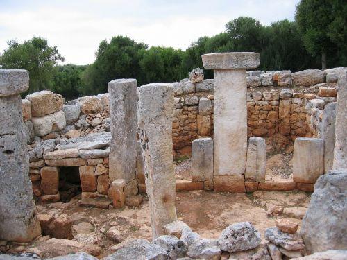 stones menorca settlement