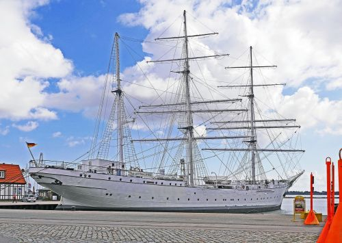 stralsund port gorch fock i
