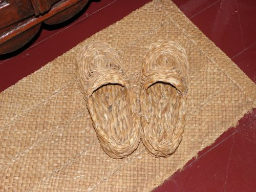 straw slippers mat