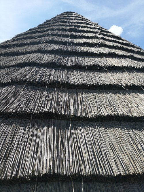 straw  roof  triangle