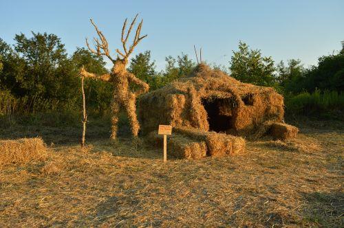 straw sculpture artists