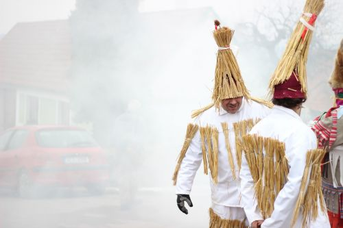straw carol carnival colors