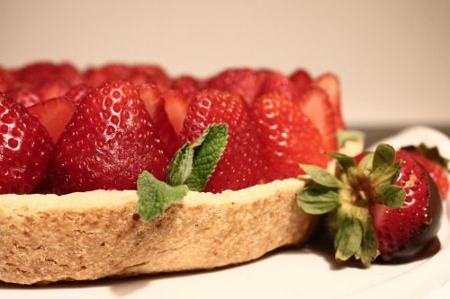 strawberries cakes desserts