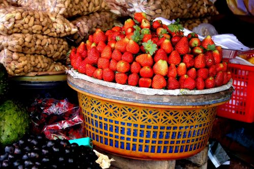 strawberries basket decoration