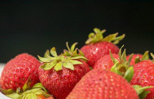 strawberries  tasty  fresh