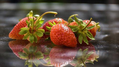 strawberries  berries  fr