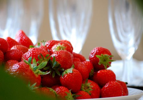 strawberries,strawberry,fruit,red,berry,sweet,fresh,healthy,delicious,tasty,organic,garden,freshness,dinner table,setting,party,produce