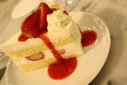 strawberry cake shortcake sweets