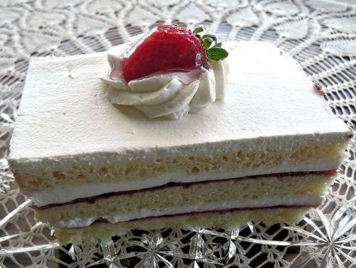 strawberry layer cake whipped cream fruit