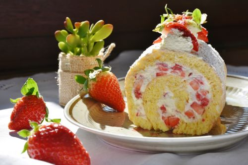 strawberry roll strawberry strawberry cake