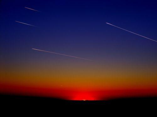 transliacijos,lėktuvai,juostelės,skraidantis,dangus,debesis,saulėlydis,meteoritai,kometos