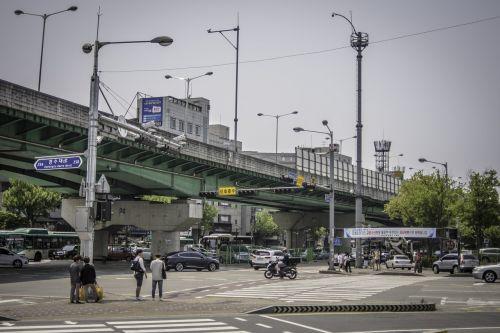 street gil overpass