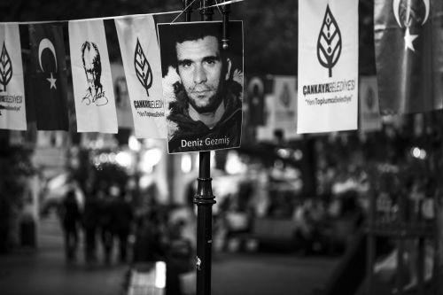 street banner action