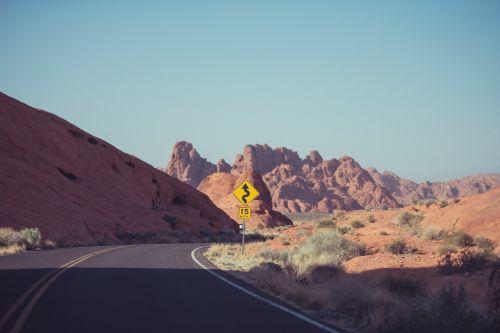 gatvė,akmenys,lenkta,kelias,vairuoja,kelionė,greitkelis,raudona,smėlis,dykuma,asfaltas,maršrutas