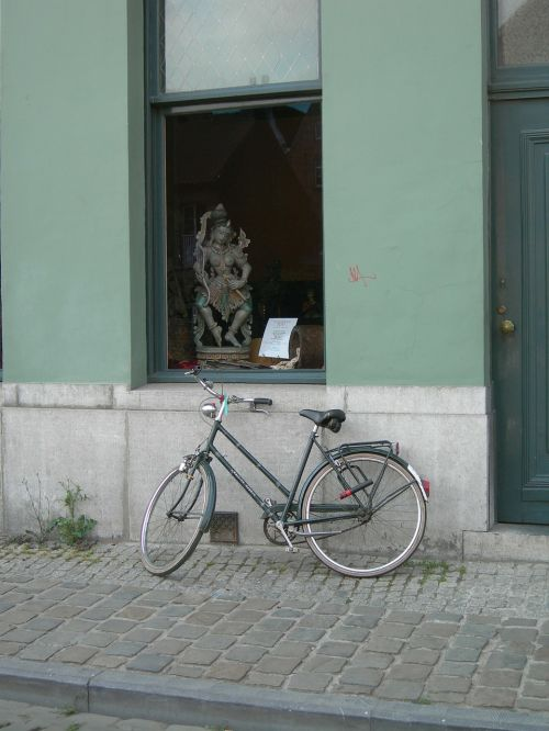 street bicycle pavement