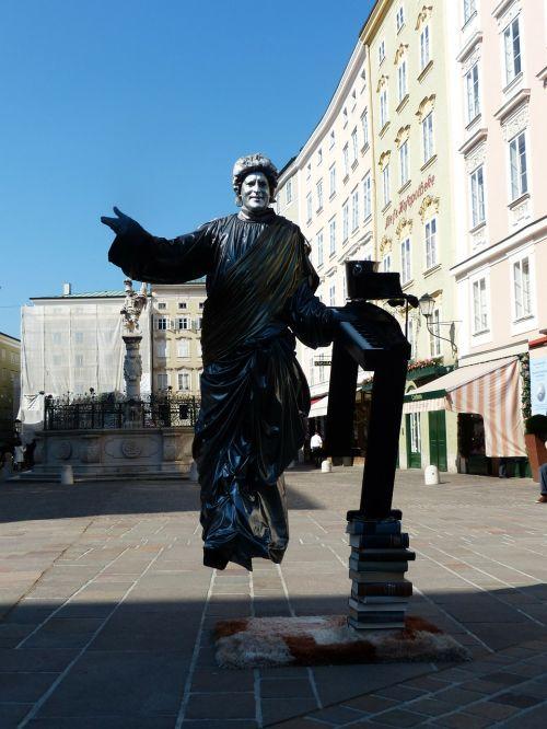 street artists pantomime statue
