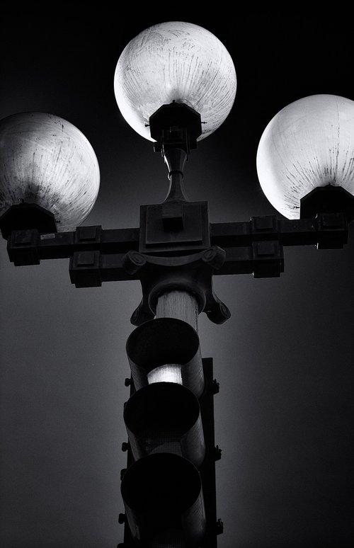 street lamp  stoplight  traffic