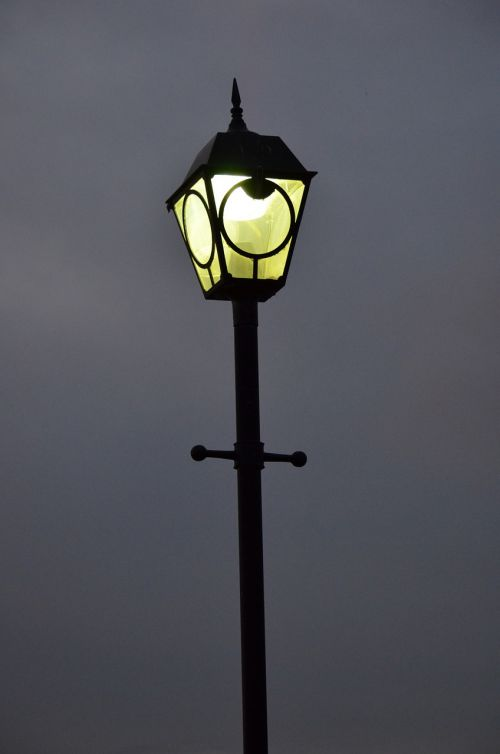 street lamp light night