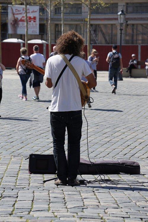 street musicians  guitar  music