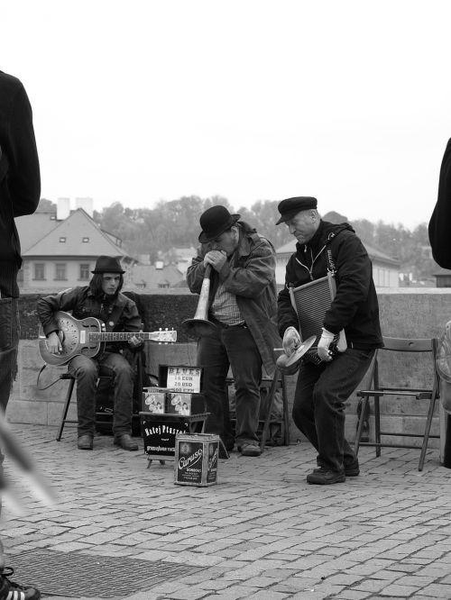 street musicians prague charles bridge