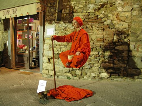 street performer open village campiglia marittima