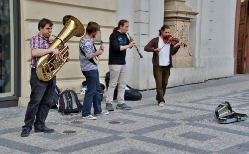 street performers group musicians