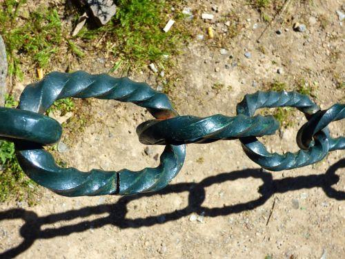 string giant links metal